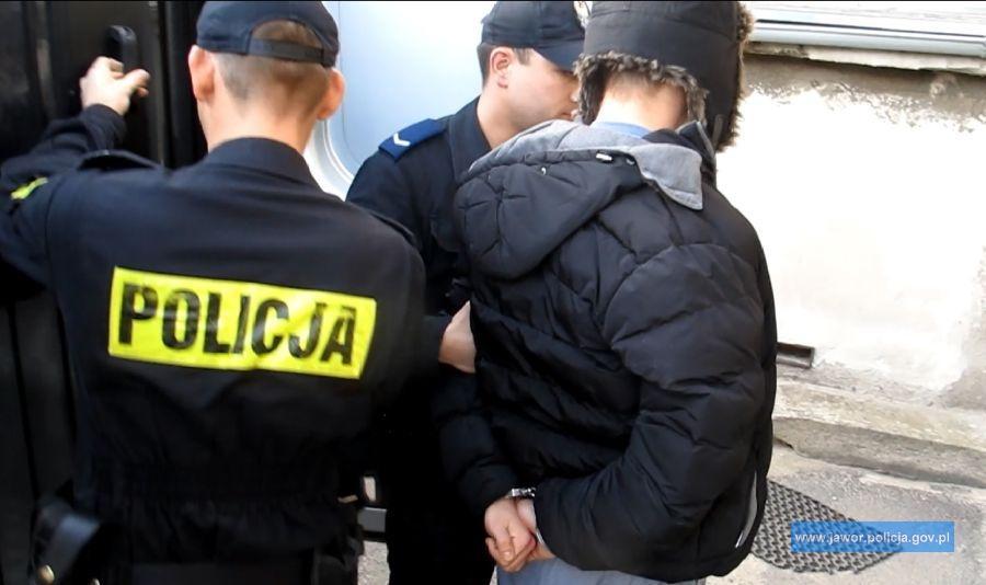 Narkotyki ukryte były wszafie zubraniami