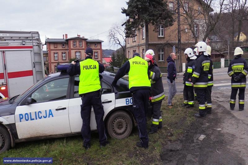 Policjanci uratowali zpożaru małżeństwo